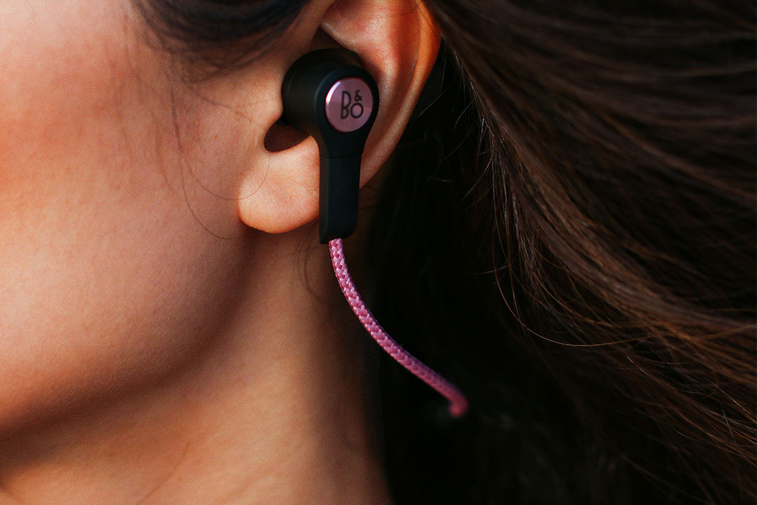 Bianca Cheah, B&O PLAY H5, wireless earphones, pink earphones