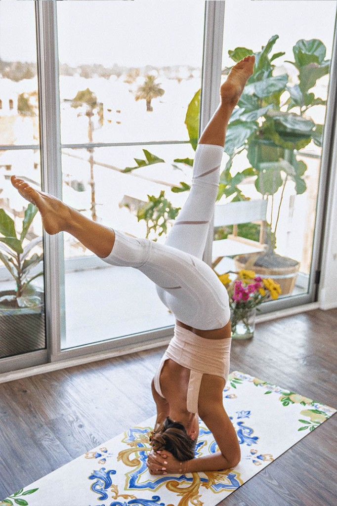 Alo Yoga White Capri Tights