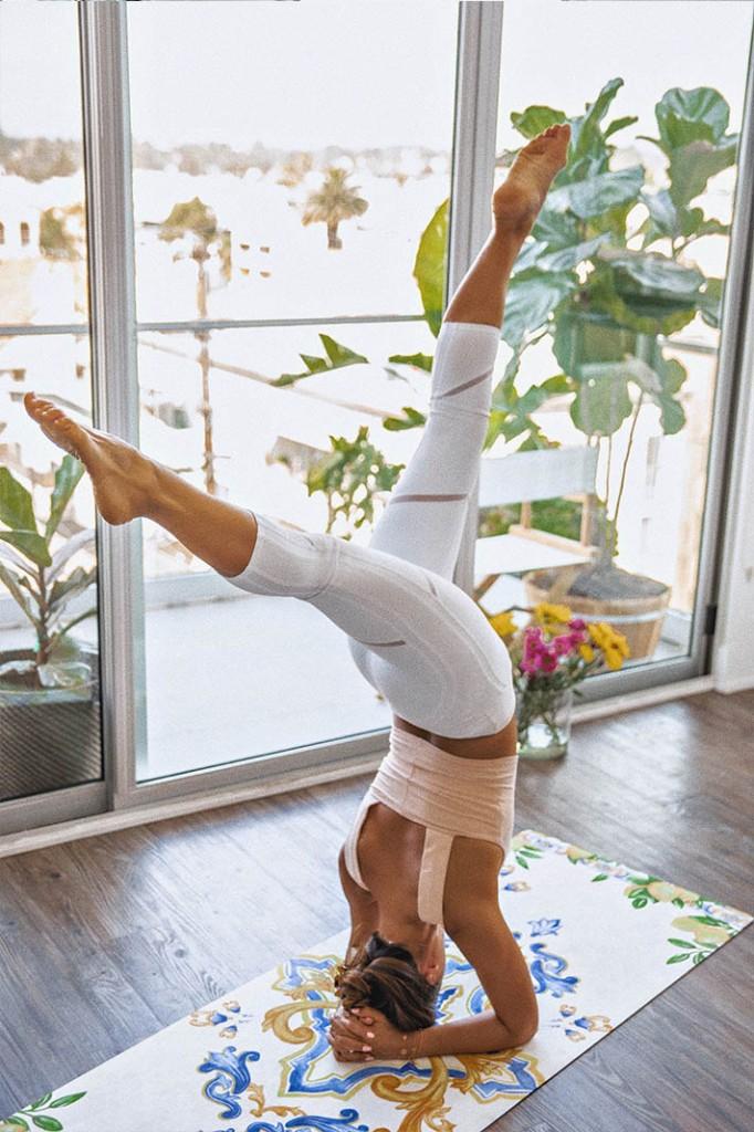 Alo Yoga White Capri Tights